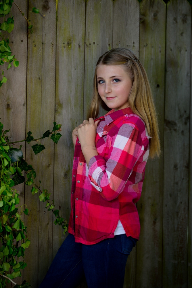 Tomas Hric photography senior portrait photographer in pittsburgh and surrounding areas young lady standing in front of wooden fence in canonsburg pa